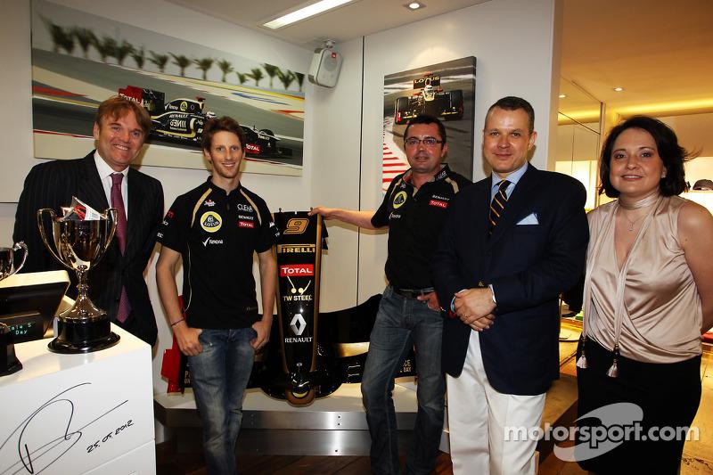 Romain Grosjean, Lotus F1 Team met Eric Boullier, Lotus F1 Team Principal en Ion Bazac, eigenaar Lot