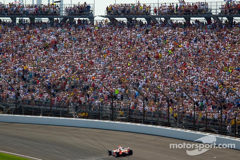 2012: Bryan Herta rijdt in de winnende auto van Dan Wheldon