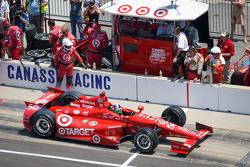 Pit stop for Dario Franchitti, Target Chip Ganassi Racing Honda