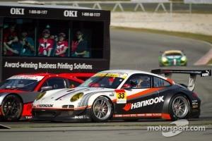 #33 Hankook KTR Porsche 911 GT3 R: Masami Kageyama, Tomonobu Fujii passes the Circuit Safari bus