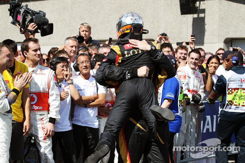 Romain Grosjean, Lotus F1 Team in parc ferme