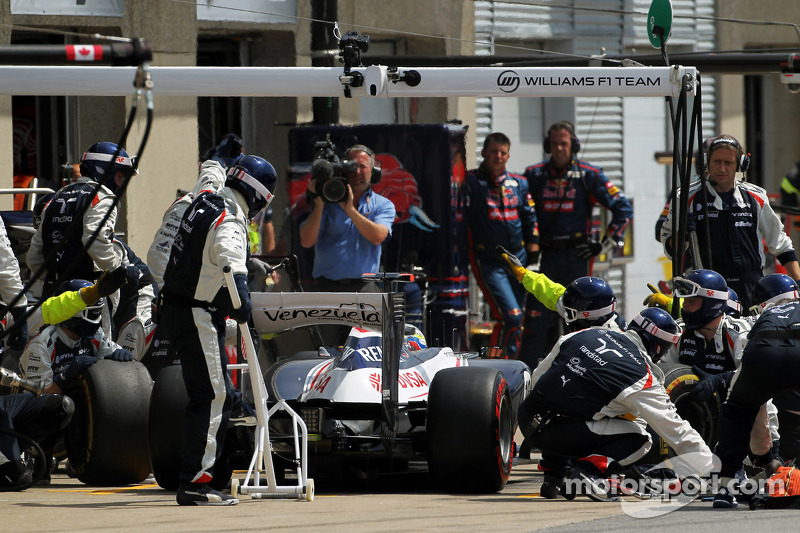 Pastor Maldonado, Williams makes a pit stop