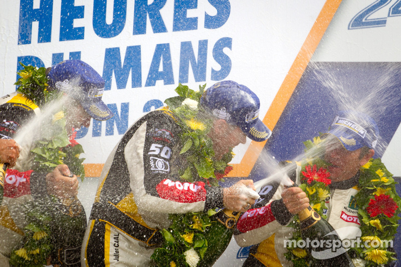 LMGTE Am podium: winnaars in klasse Patrick Bornhauser, Julien Canal, Pedro Lamy
