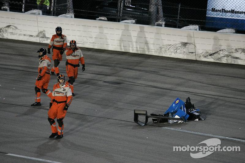 Ryan Briscoe, Team Penske Chevrolet en Josef Newgarden, Sarah Fisher Hartman Racing Honda crash