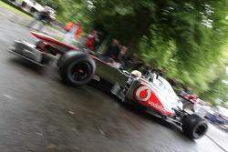 Oliver Turvey drives a McLaren F1
