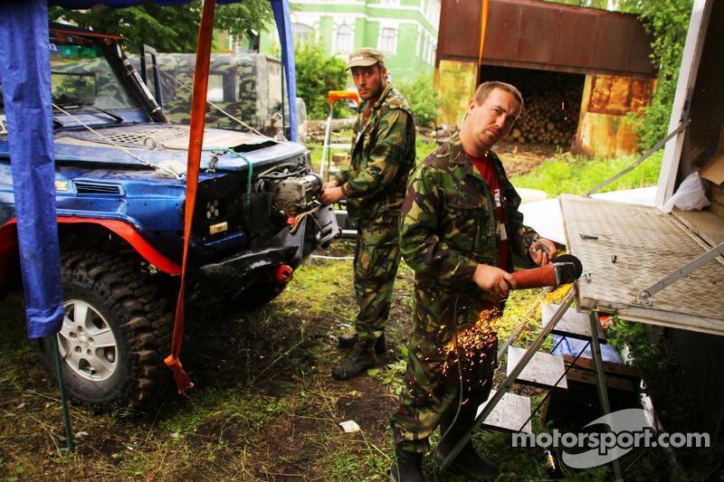 The mechanics, Dima and Roma
