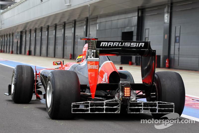 Rio Haryanto, Marussia F1 Team testrijder verlaat de pits met sensor