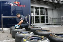 Prepare the Pirelli Tires