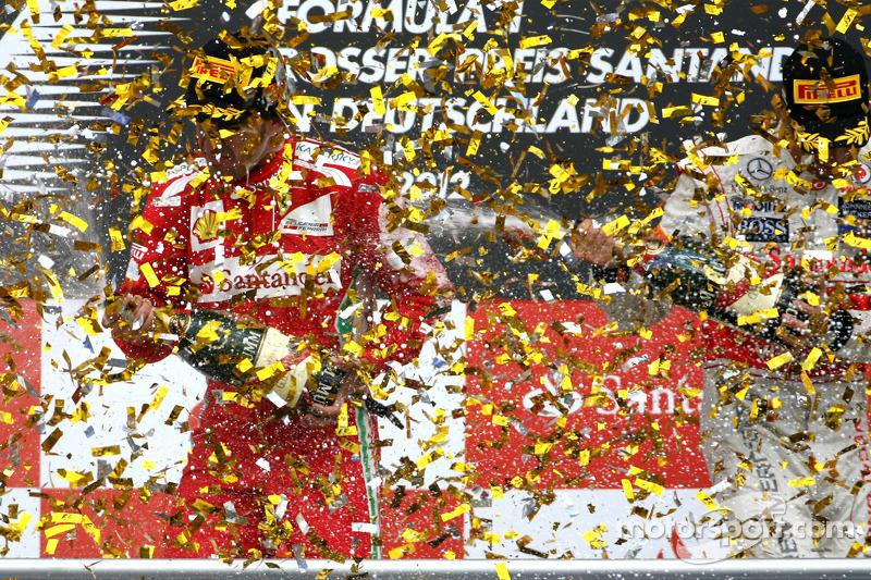 Podium: race winner Fernando Alonso, Ferrari, Jenson Button, McLaren, third