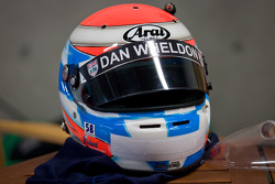 Helm van Richard Lyons