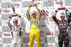 Victory lane: tweede Takuma Sato, Rahal Letterman Lanigan Honda en derde Will Power, Verizon Team Penske Chevrolet