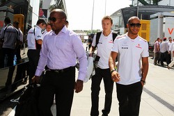 Lewis Hamilton, McLaren with his father Anthony Hamilton, and Antti Vierula, Personal Trainer