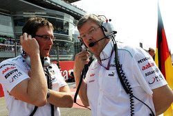 Andrew Shovlin, Mercedes AMG F1 Engineer with Ross Brawn, Mercedes AMG F1 Team Principal on the grid