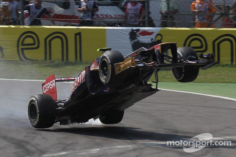 Jean-Eric Vergne, Scuderia Toro Rosso crash