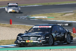 Gary Paffett, Team HWA AMG Mercedes, AMG Mercedes C-Coupe leads Jamie Green, Team HWA AMG Mercedes, AMG Mercedes C-Coupe
