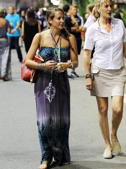Catherine Hyde, girlfriend of Heikki Kovalainen, Caterham, with Louise Goodman, Goodman Media