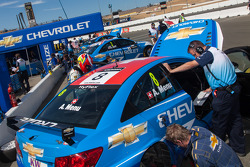 Chevrolet getting Menu's car ready for race 2