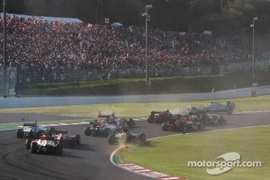 Nico Rosberg, Mercedes AMG F1 crashes out at the start of the race