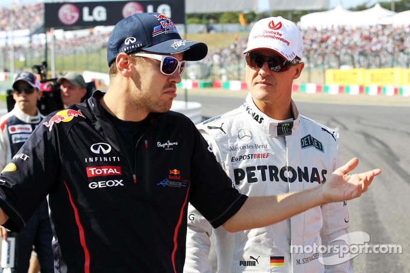 Sebastian Vettel, Red Bull Racing met Michael Schumacher, Mercedes AMG F1 op de rijdersparade