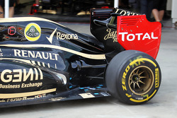 Kimi Raikkonen, Lotus F1 rear suspension and exhaust detail