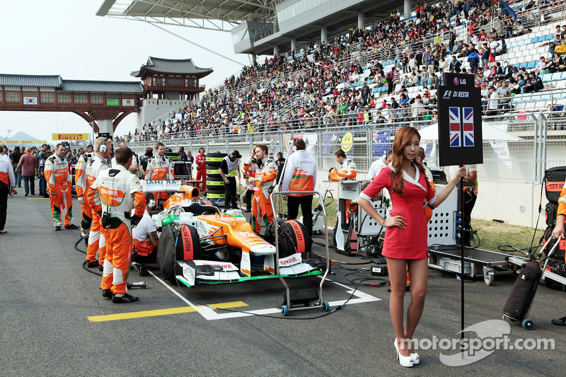 Gridgirl voor Paul di Resta, Sahara Force India