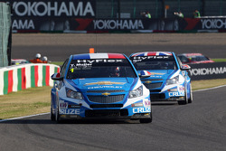 Yvan Muller, Chevrolet Cruze 1.6T, Chevrolet and Robert Huff, Chevrolet Cruze 1.6T, Chevrolet
