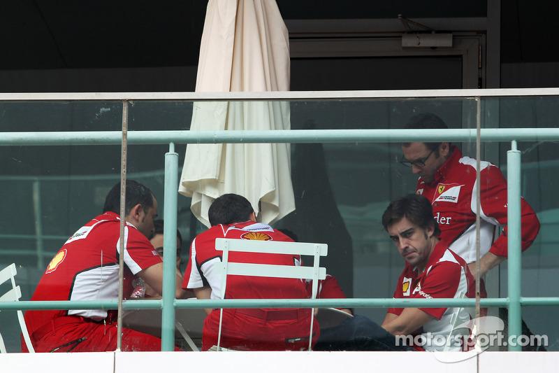 Fernando Alonso, Ferrari met Stefano Domenicali, Ferrari General Director en team