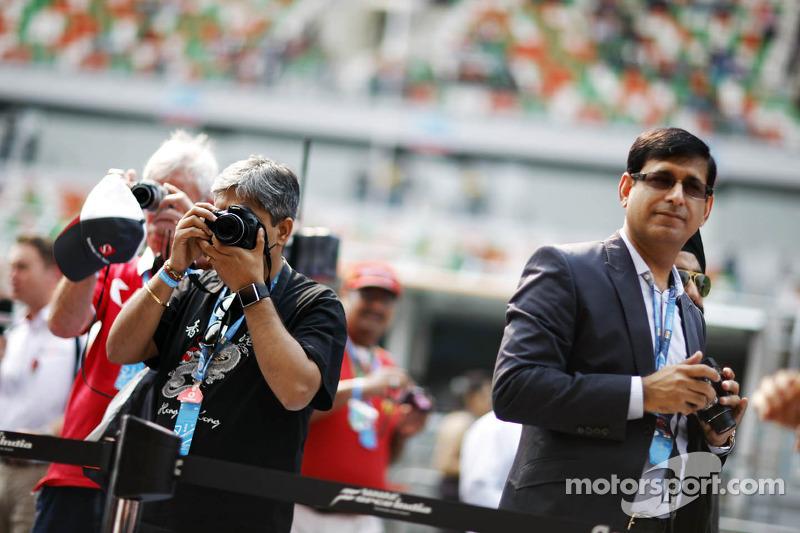 Fans aan de garage van Sahara Force India F1 Team