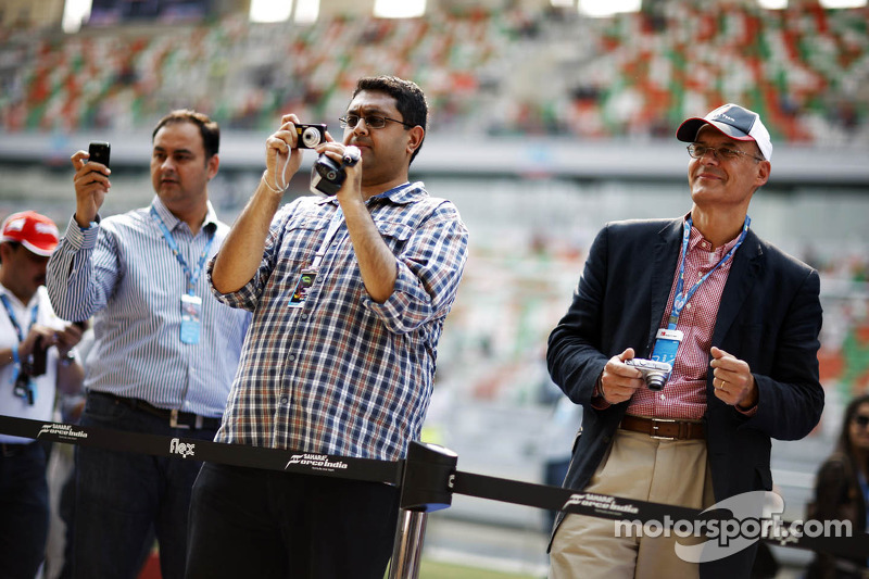 Fans aan de garage van Sahara Force India F1 Team