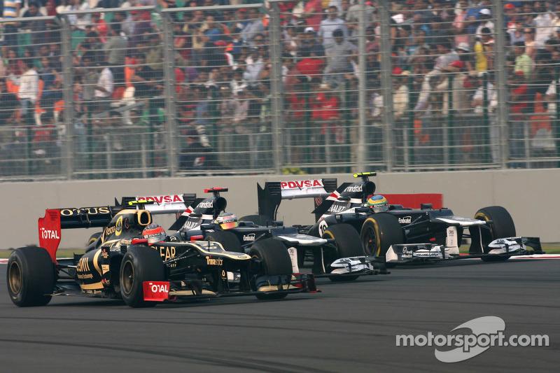 Romain Grosjean, Lotus F1 Team, Pastor Maldonado, Williams F1 Team and Bruno Senna, Williams F1 Team