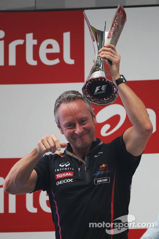 Jonathan Wheatley, Red Bull Racing Team Manager viert op het podium