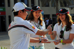 Kamui Kobayashi, Sauber signs autographs for the fans