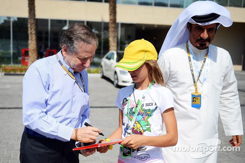Jean Todt, FIA President signeert handtekeningen voor de fans Mohammed Bin Sulayem,