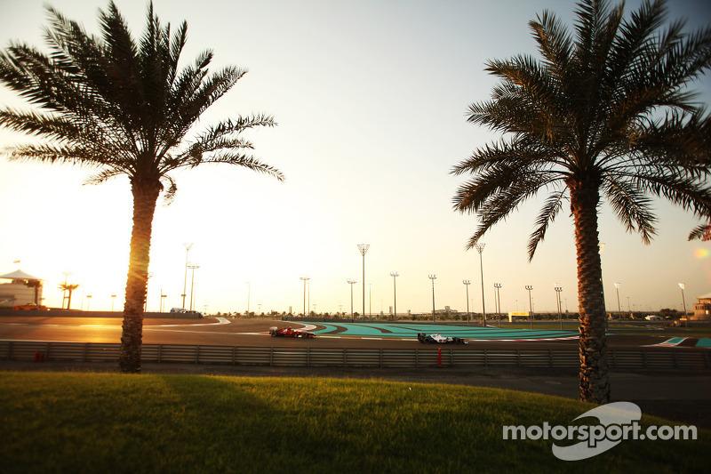 Kamui Kobayashi, Sauber leads Felipe Massa, Ferrari