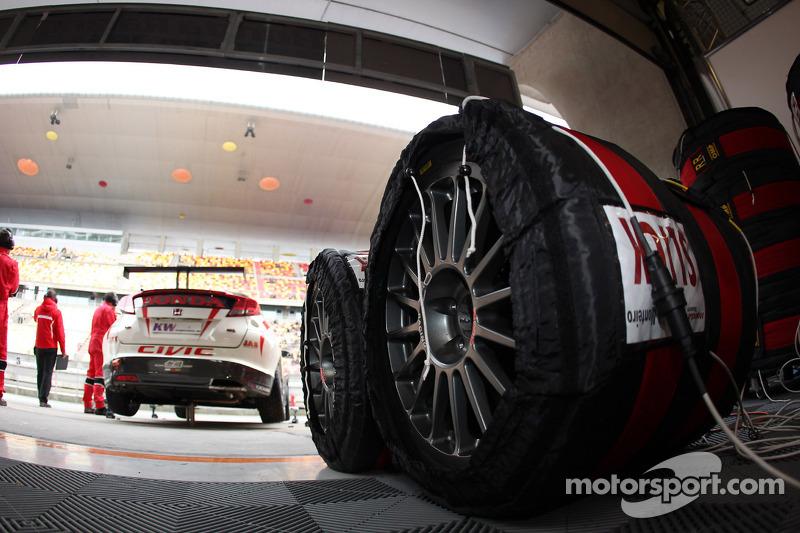 Tiago Monteiro, Honda Civic Super 2000 TC, Honda Racing Team Jas and Tyres Yokohama