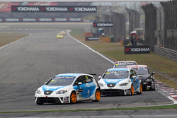 Pepe Oriola, SEAT Leon WTCC, Tuenti Racing Team en Fernando Monje, SEAT Leon WTCC, SUNRED Engineering