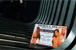 Showgirls welcome F1 race fans to Austin