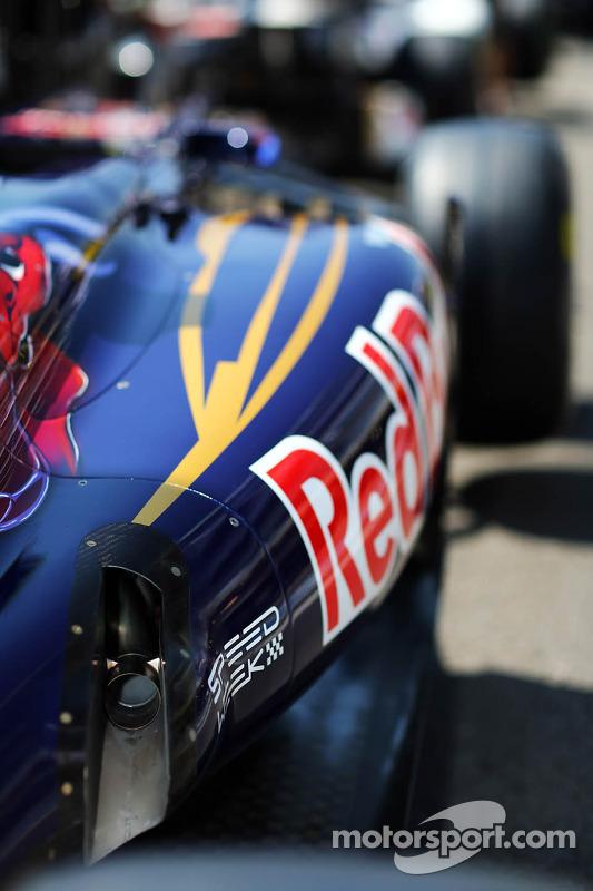 Scuderia Toro Rosso STR7 exhaust detail