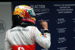 Lewis Hamilton, McLaren viert polepositie in parc ferme