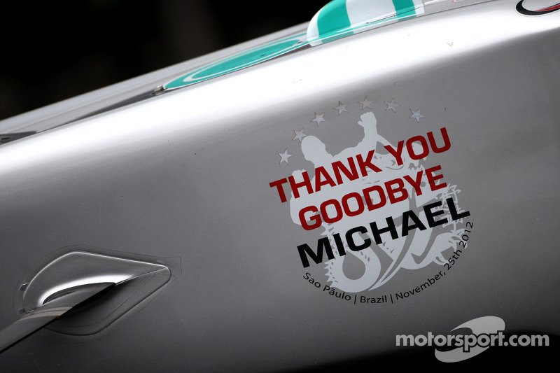 Ein Abschiedsgruß am Mercedes von Michael Schumacher