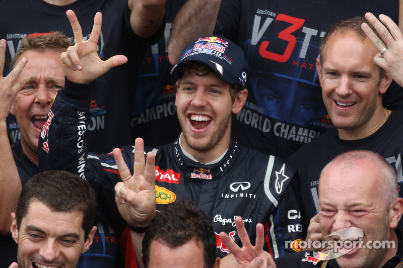 Sebastian Vettel, Red Bull Racing viert met en Adrian Newey, Red Bull Racing Chief Technical Officer