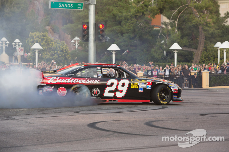 Kevin Harvick doet burnout