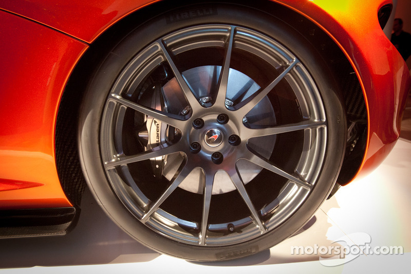 McLaren P1 wheel and tire