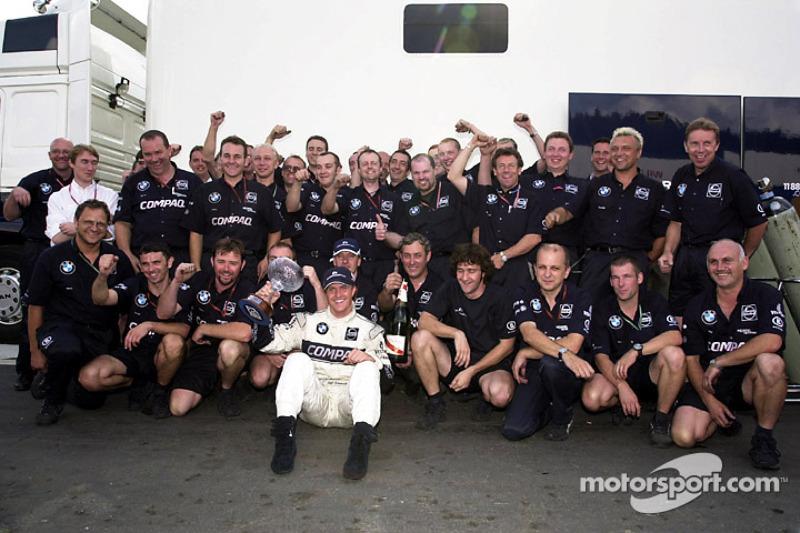 Ralf Schumacher viert zijn derde plaats met het Williams-team