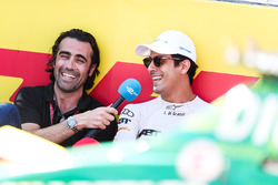 Lucas di Grassi, ABT Schaeffler Audi Sport, talks with Dario Franchitti on the grid