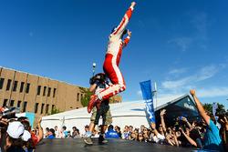 Felix Rosenqvist, Mahindra Racing, salta en el podio