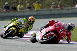 Max Biaggi, Yamaha, Valentino Rossi, Honda'nın önünde kaza yapıyor