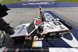 Ganador de la carrera Darrell Wallace Jr., MDM Motorsports Chevrolet