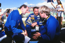 Nigel Mansell, Williams, mit Adrian Newey, Williams-Chefdesigner, und David Brown, Williams-Renningenieur