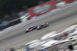Денни Хэмлин, Joe Gibbs Racing Toyota и Мартин Труэкс-мл., Furniture Row Racing Toyota